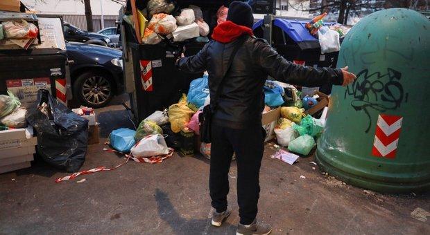 Roma, guerra dei sacchetti tra ragazzi: al Tuscolano dilaga l'ultima follia