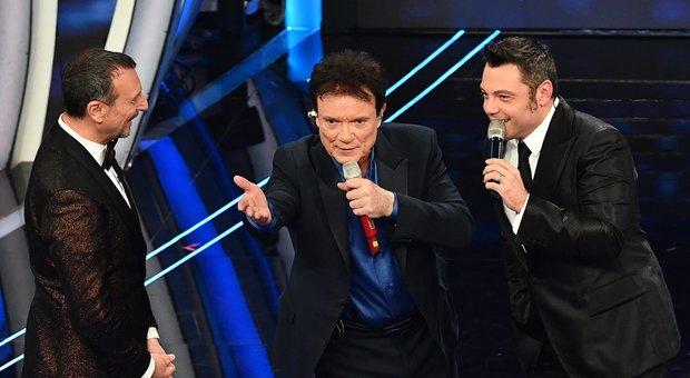 Massimo Ranieri duetta con Tiziano Ferro: «Stasera te permett' e me chiamà papà»