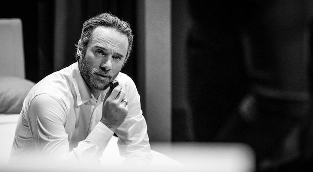 Ludovico Fremont a teatro con «Per favore non uccidete Cenerentola»