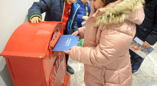 «Caro Babbo Natale, porta via il Covid»: migliaia di bambini scrivono letterine e cambiano i desideri