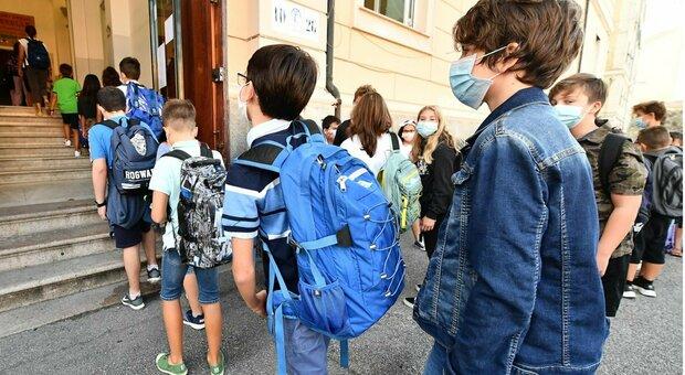 Pisa, manca l'insegnante di sostegno, bimbo down non può tornare a scuola: «Già faceva le prove allo specchio»