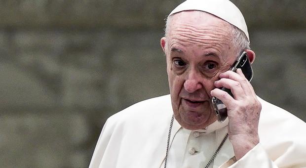 Tampone ogni due giorni per il Papa dopo essere entrato in contatto con arcivescovo positivo al covid