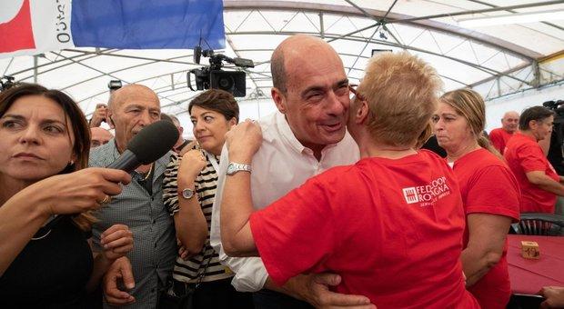 Pd, Renziani preoccupati: «Alla Festa dell'Unità con Zingaretti cantano Bandiera rossa e Bella Ciao»