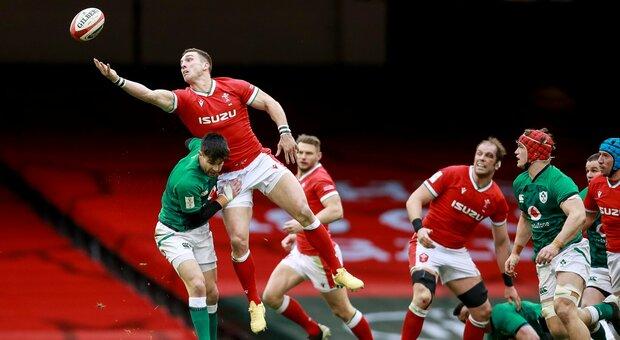 Rugby, il Galles risorge e in 15 contro 14 per 65 minuti supera a fatica l'Irlanda