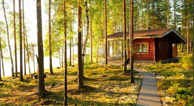 Il paese più felice al mondo? La Finlandia, l'Italia sale al 25° posto. Ecco la classifica del World Happiness Report