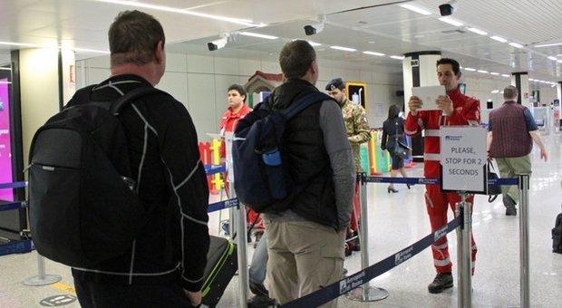 Con la febbre in aeroporto non si finisce in quarantena