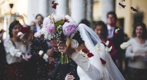 Coronavirus, rinviati il 90% dei matrimoni: ci si sposerà d'inverno o nel 2021