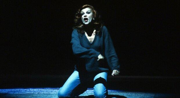La cantante e attrice Milva nel Teatro alla Scala,