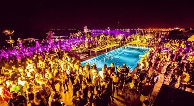 Spagna, stop all'happy hour a Ibiza e Maiorca: nuove misure per combattere il turismo alcolico