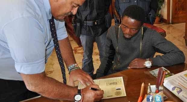 Roma, nigeriano fa arrestare padre-pedofilo: premiato con il ...