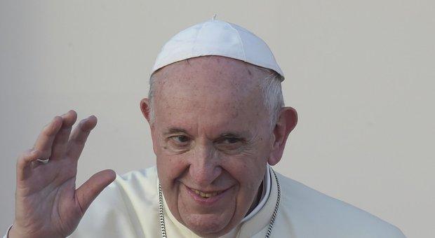 Papa: l'aborto è un peccato ma la donna va assolta e consolata