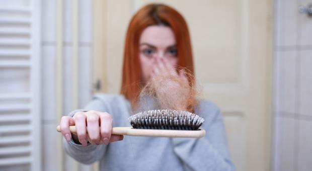 Covid, lo stress da pandemia «fa perdere i capelli»: e su Google aumentano le ricerche di prodotti per la ricrescita