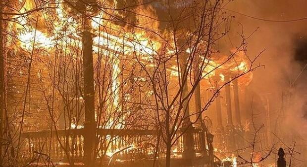 Usa, incendio doloso alla «Chiesa di Satana». La polizia: «Cause del gesto sconosciute»