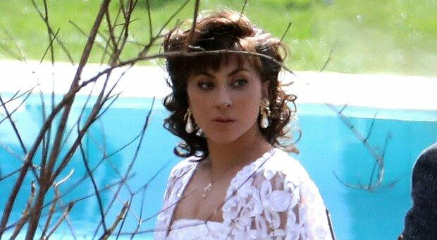 Lady Gaga, per il film con Adam Driver la casa di moda Gucci ha messo a disposizione l'archivio storico: libero accesso a guardaroba e oggetti di scena