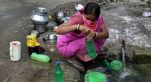 Covid, lo strano caso dell'India e la «teoria dell'igiene»: là il tasso di mortalità è minore