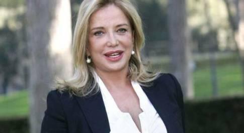 Simona Izzo a Domenica Live: «Io, dalle nozze con Venditti all'amore con Tognazzi»
