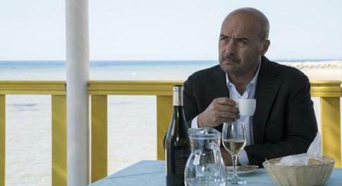 """Stasera in tv il Commissario Montalbano in """"Luna di carta"""", l'indagine e il quasi tradimento: la trama"""
