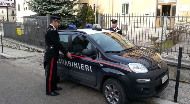 Con un machete minaccia i carabinieri: panico nel condominio. Arrestato 28enne romano