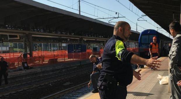 Incidente in stazione: ragazza scivola, il treno in arrivo le trancia un braccio