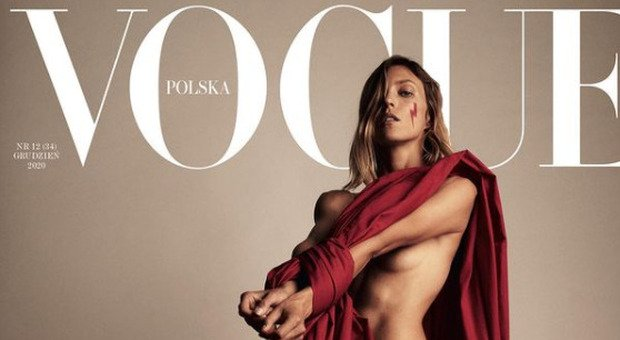 Aborto, Vogue Polonia contro il divieto: in copertina la modella con mani legate e un fulmine rosso sangue