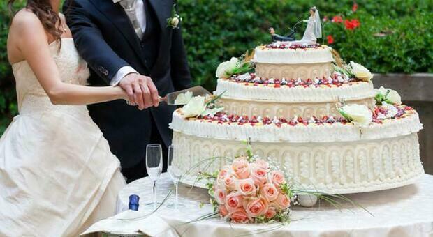 Covid al banchetto di nozze: sposi contagiati, a rischio 120 invitati