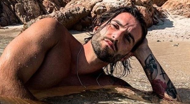 Uomini e Donne, Andrea Melchiorre ha il Covid: «Tampone positivo in Sardegna, chi ha fatto foto con me faccia il test»