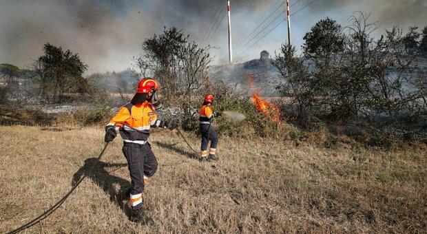 Roma, incendio su via Aurelia: intervengono vigili del fuoco e polizia locale