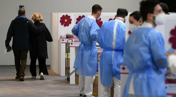Vaccini, record (282 mila) ma allarme carenza dosi. Lazio-Veneto: «Rischio stop». Ma Figliuolo: arrivano