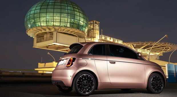La Nuova Fiat 500 elettrica 3+1 sul tetto del Lingotto
