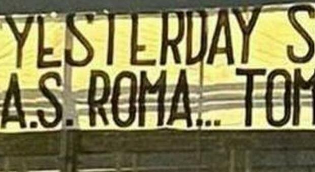 Mourinho, spunta uno striscione antisemita: «Ieri il Tottenham, oggi la Roma, domani il Maccabi»