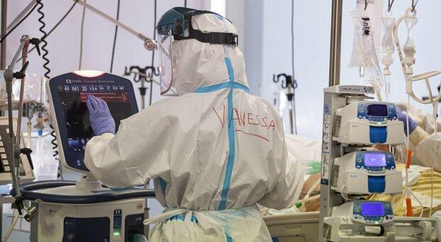 Monitoraggio Iss: Rt 0,85, 11 regioni a rischio moderato. Speranza: «Ieri 500.000 vaccinati»