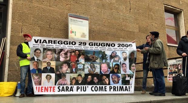 Strage di Viareggio, la Cassazione: «Rifare il processo a Moretti» L'ex ad di Rfi venne condannato a 7 anni per la morte di 32 persone
