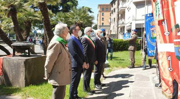 Festa della Liberazione a Viterbo, il sindaco prende la tessera Anpi