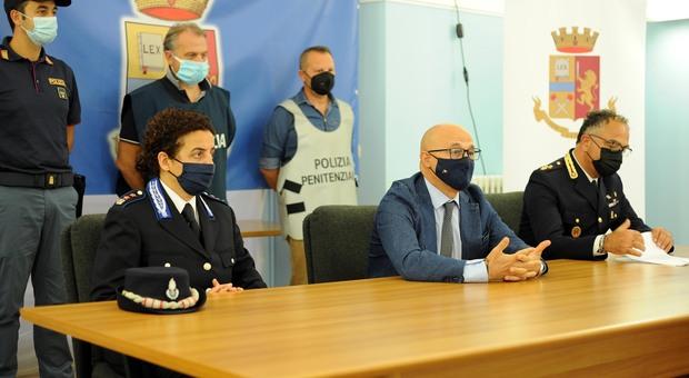 Tradito dal telefonino di una donna: catturato in Puglia l'evaso dal carcere di Pescara