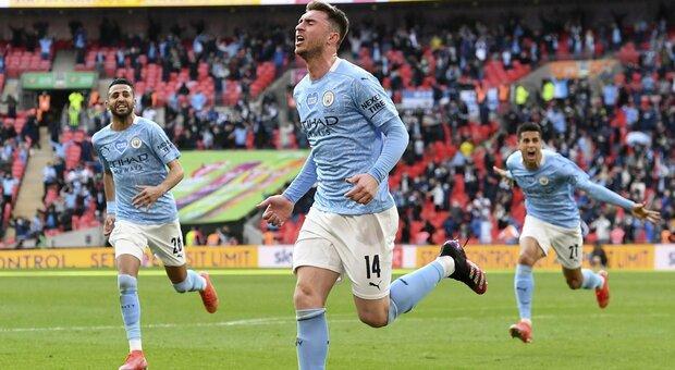 Il City vince la Coppa di Lega davanti agli ottomila di Wembley. Pareggia lo United. Il Barcellona non molla la Liga