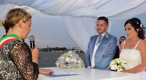 Matrimonio Spiaggia Anzio : Il u csìu d sulla spiaggia di fregene è più bello le coppie romane