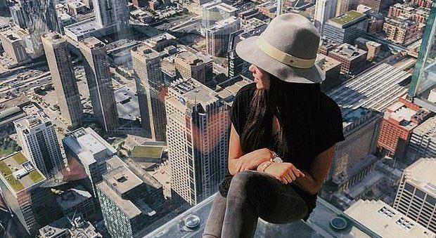 Vuole un selfie mozzafiato sullo Skyline di New York: 22enne muore pochi giorni prima della laurea
