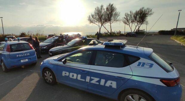 Agenti della polizia (foto Archivio/Sciurba)