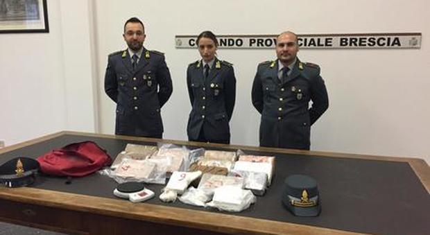 Brescia tre chili di cocaina nello zaino di scuola for Scuola di moda brescia