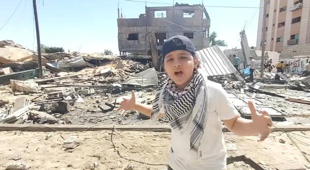 Gaza, rapper 12enne canta sulle macerie dei palazzi: oltre 4 milioni di visualizzazioni in pochi giorni