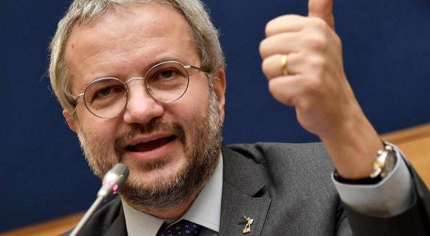 Borghi torna a evocare l'uscita dell'Italia dall'euro: serve una propria moneta
