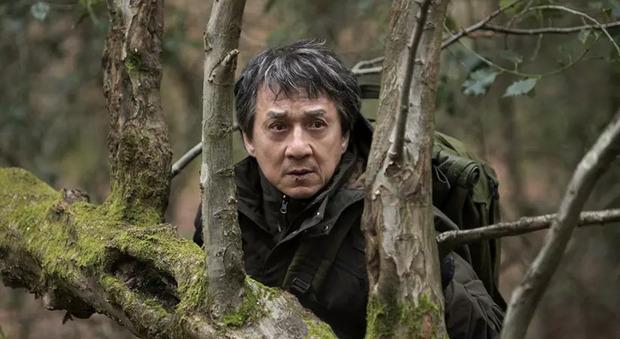 Stasera in tv, lunedì 27 settembre su Italia 1 «The Foreigner»: curiosità e trama del film con Jackie Chan