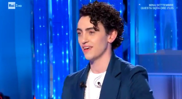 "Michele Bravi a Domenica In: «Dopo l'incidente sofferto tanto, ma un ""angelo"" mi ha salvato»"