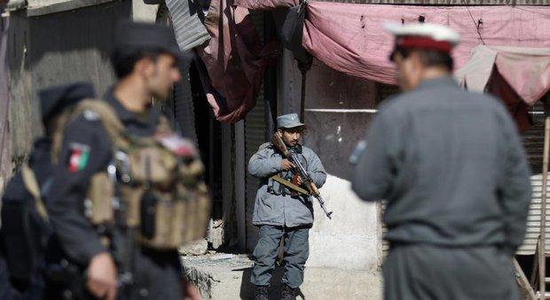 Afghanistan, kamikaze contro agenzia di stampa a Kabul: almeno 40 morti
