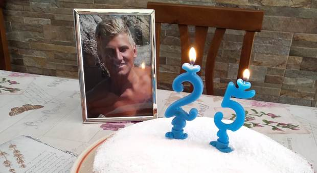 La torta per ricordare Marco Vannini