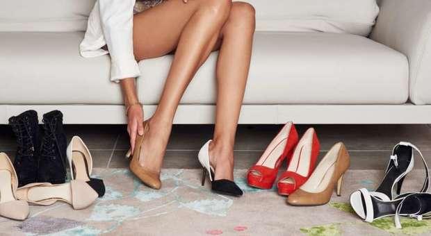 timeless design 3ec5e d9be7 Negozio pretende 10 euro per provare le scarpe, ma la ...