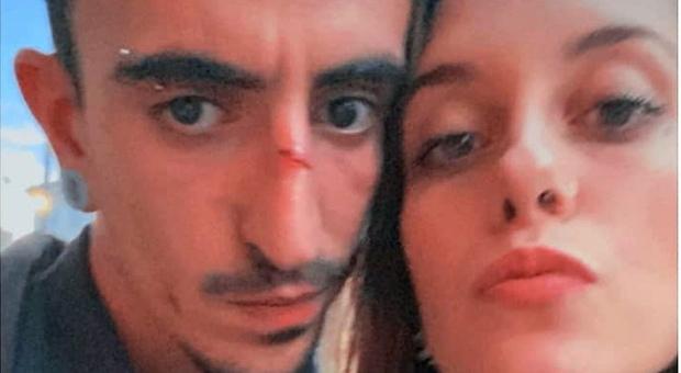 Maria Chiara morta per overdose a 18 anni, il fidanzato indagato per omicidio: «Nessun rimpianto, ti amero per sempre»