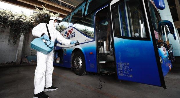 Coronavirus, l'autista starnutisce: Flixbus da Milano bloccato a Lione, ricoverati autista e passeggero