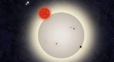 Pianeta con quattro soli scoperto da due astronomi sconosciuti
