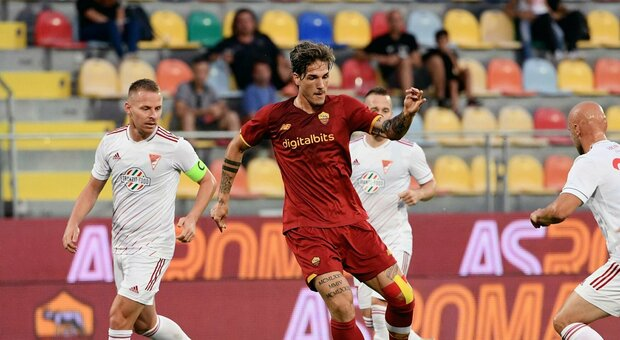 La Roma affonda il Debrecen 5-2: Zaniolo torna al gol. Mourinho show in panchina